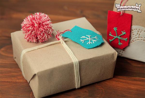 decoracion de regalos con pompones de papel